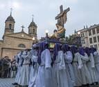 Más de 200 porteadores levantan la noche más solemne de Estella