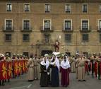 La procesión del Resucitado recorre las calles de Pamplona