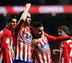 El Atlético gana al Valencia y aplaza el título del Barcelona