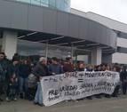 La plantilla de la clínica San Miguel se concentra contra los diez despidos