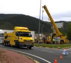 Un camión con la ITV desfavorable queda cruzado en Arre