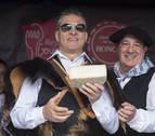 Serafín Zubiri corta en Burgui el primer queso de Roncal de la temporada