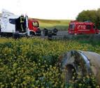 Un herido tras la salida de vía de un camión cargado de bobinas de hierro en Arazuri