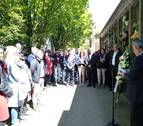 Políticos, familiares y ciudadanos homenajean a Tomás Caballero