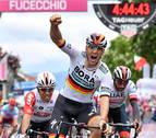 Ackermann (Bora) reina en el esprint de la segunda etapa y Roglic retiene la 'maglia rosa'