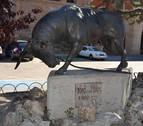 Amputan la oreja y el cuerno  a la escultura del toro con soga de Lodosa