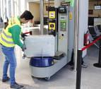 En el aeropuerto de Noáin ya se plastifican maletas