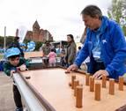 Voluntarios de 'la Caixa' pasan un día con 155 niños en riesgo de exclusión