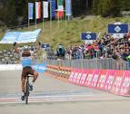 Peters gana la 17ª etapa, Carapaz refuerza el 'rosa' y Landa se acerca al podio