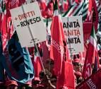 Manifestación en Roma contra el recorte de la revalorización de las pensiones