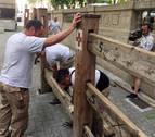 Comienza el montaje del vallado para San Fermín: los tablones de madera más mediáticos
