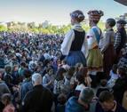 La Comparsa de Gigantes da paso a las fiestas de Sarriguren