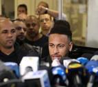La modelo que acusa a Neymar alega que le robaron la tablet donde guardaba el vídeo