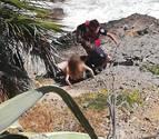 Rescatan a cinco menores atrapados en una cala de Oropesa