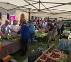 Cinco mil kilos de cerezas se vendieron en la feria de Etxauri