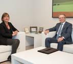 La Presidenta de Navarra, Uxue Barkos, recibe al embajador de Kazajistán