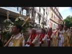 Los pamploneses arropan al Corpus en su primer 'saludo' a San Fermín