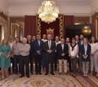 Los representantes del ajedrez español visitan el Ayuntamiento de Pamplona