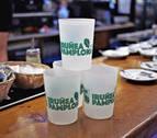 Los hosteleros de Pamplona piden mejoras en el sistema de vasos reutilizables