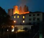 Declarado un incendio en la antigua harinera de Olaz