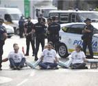 Greenpeace corta la entrada a Madrid Central para protestar contra la moratoria de multas