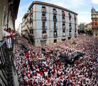 Los pamploneses acompañan a San Fermín en el Día Grande de sus fiestas