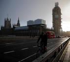 Cierran el puente de Westminster tras el choque de un barco turístico