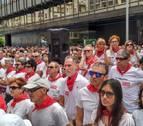 Cientos de personas homenajean a los agredidos en los Sanfermines del 78