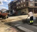 Agua y barro en calles y plazas de San Adrián y Andosilla
