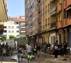 Tafalla trata de recuperar la normalidad mientras limpia decenas de calles y locales