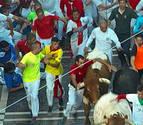 4.000€ por reincidente: un mozo multado por agarrarse a los toros en dos encierros