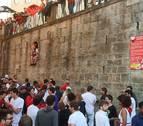 Una 'Sanfermina' vuelve a cerrar las fiestas en el 'encierro de la villavesa'