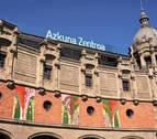 Leire Urbeltz despliega tres lonas sobre el Azkuna Zentroa de Bilbao