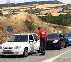 Se colapsan los accesos al embalse de Alloz por la afluencia de visitantes