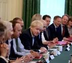 Johnson dice a sus ministros que habrá
