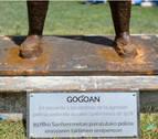 Colocan un tablero provisional en el monumento Gogoan a la espera de reponer la placa