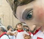 Los gigantes de Tudela se despiden entre besos