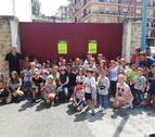 Los niños pintan obras de arte taurinas en Estella