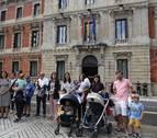 Las madres ven en la exención del IRPF de maternidad en Navarra un tema de &quotjusticia y honor