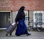 Entra en vigor el veto al burka en espacios públicos de Países Bajos