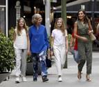 La reina Letizia y sus hijas van al cine con doña Sofía a ver 'El rey León'