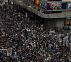 Miles de personas marchan en Hong Kong al grito de