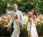 Los reyes y sus hijas salen a cenar con doña Sofía en Palma