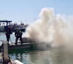 Seis heridos por el incendio de un barco de recreo en el Náutico de Benicarló