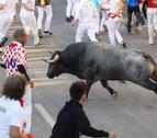 Un corredor recibe tres cornadas en el tercer encierro de las fiestas de Tafalla