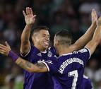 El Valladolid gana a un Betis que aguantó 80 minutos en inferioridad