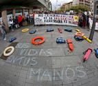 Una concentración en Pamplona exige el desembarco del Open Arms y el Ocean Viking