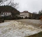 Gurelur denuncia un vertido de plásticos al río Ulzama en Arre