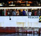El Open Arms llega al puerto de Lampedusa tras 19 días de espera en el mar