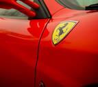 Imputan al conductor de un Ferrari con una mujer desnuda en el capó en Ibiza